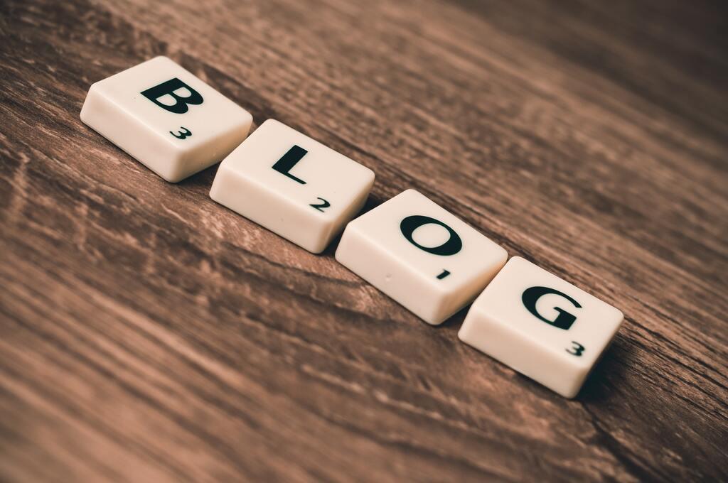 Blog mit Scrabble Buchstaben